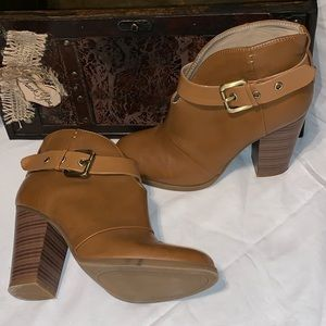 Just Fab brown size 8 booties